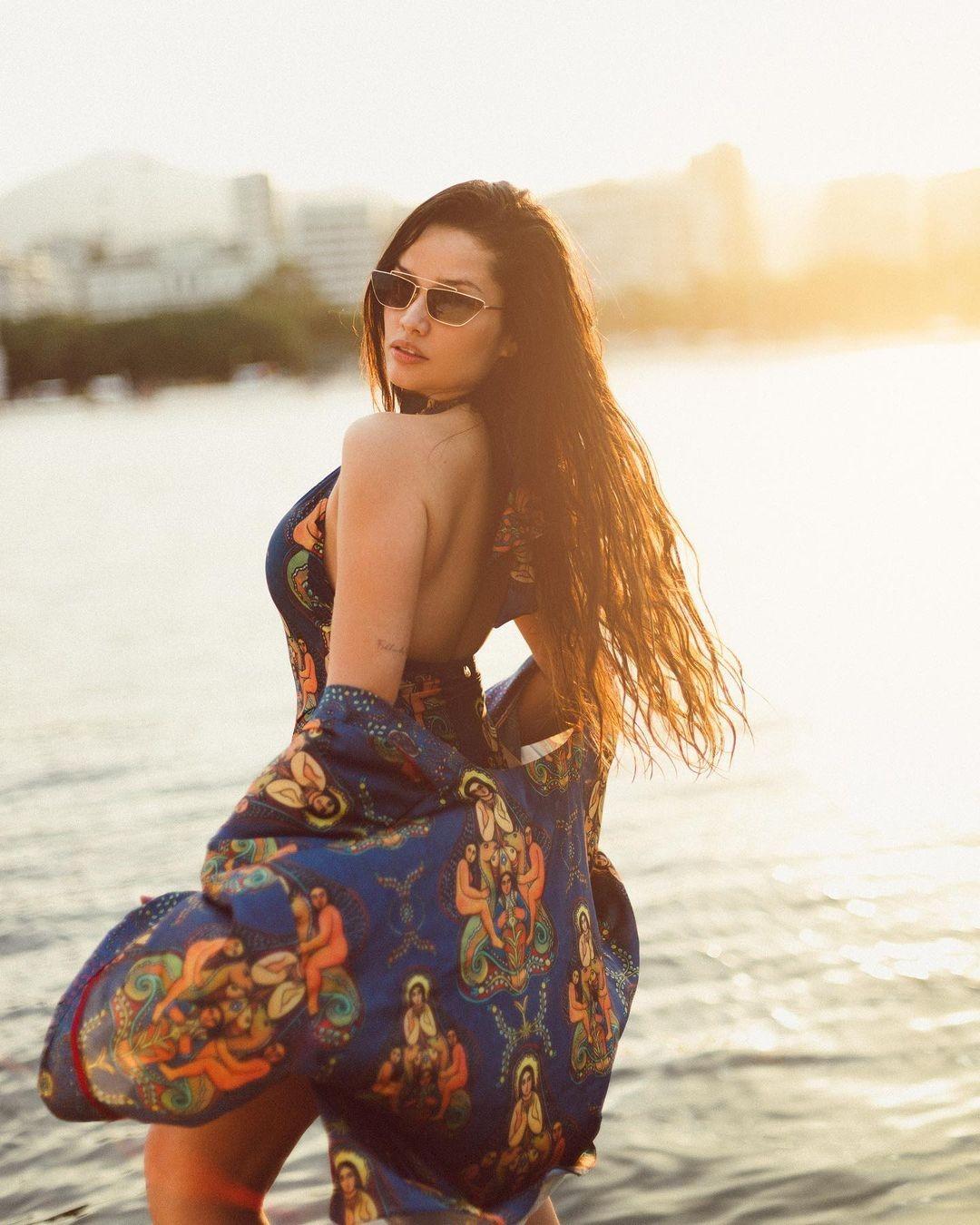 De maiô, Juliette posa em iate e recebe elogios (Foto: Reprodução/Instagram)